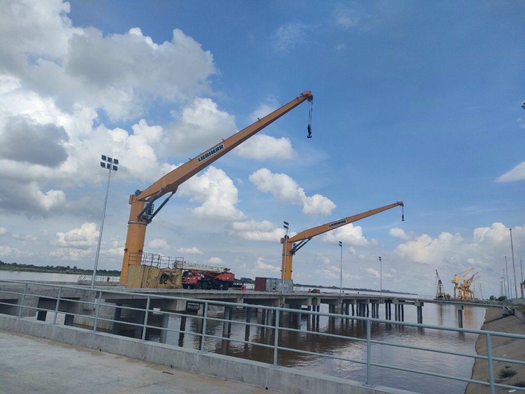 Cẩu cảng cố định 40 tấn
