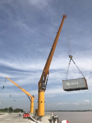Cẩu chân đế cố định 40 tấn